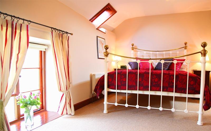Bryony-Cottage main bedroom - farm cottages devon