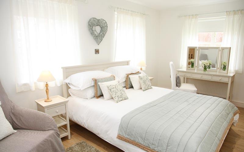 Elderberry-Cottage bedroom - farm cottages devon