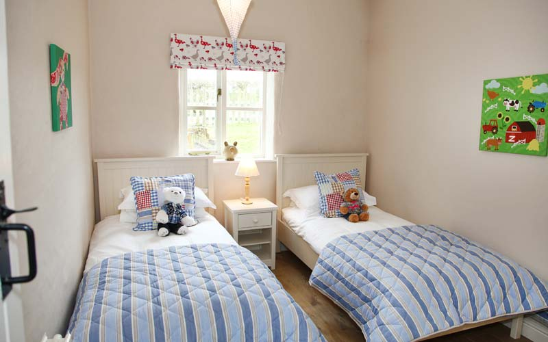 Hazel-Cottage bedroom - farm cottages devon