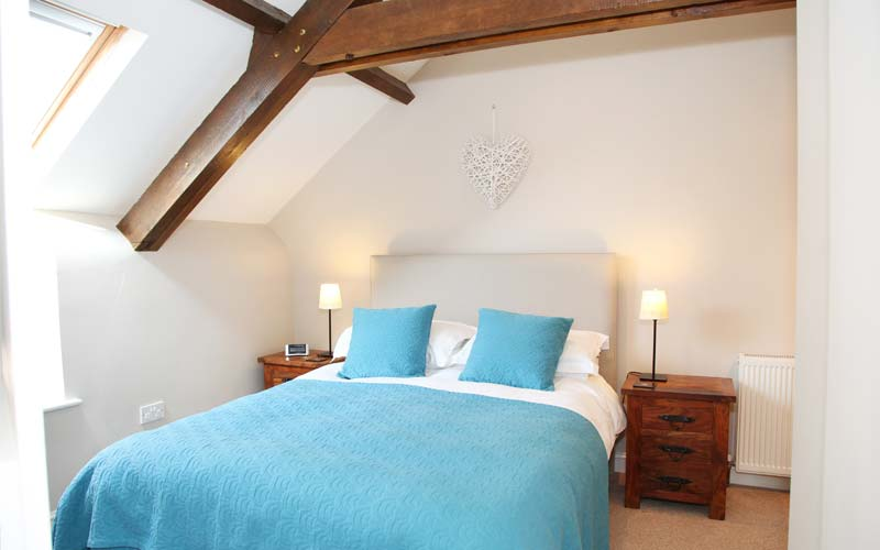 Oak-Apple-Cottage bedroom - farm cottages devon
