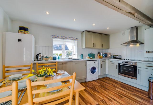 Oak Apple kitchen | Birchill Farm Cottages | Devon
